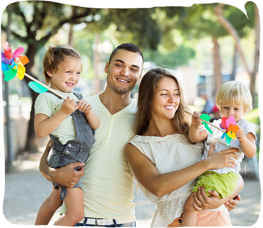 זוג הורים ושני ילדים